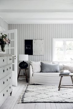 Summer House Interiors, Cottage Interiors, Cottages By The Sea, Home And Living, Living Room, Gravity Home, French Country Style, House Rooms, Decoration