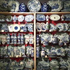 friday field trip- ceramics fair-blue and white | Lynn Byrne's fab post about gorgeous porcelains | I adore all of these #blueandwhite #chinoiserie #porcelains