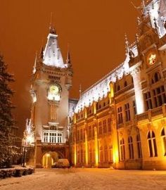 Palace of Culture, Iasi, Romania Very Beautiful Images, Best Places To Travel, Beautiful Landscapes, Big Ben, Romania Travel, Hidden Face, Vacation, Amazing Places, City