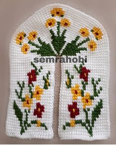 Diy Crafts - No photo description available. Crochet Socks, Free Crochet, Chair Leg Covers, Diy Keyring, Cross Stitch Patterns, Crochet Patterns, Mini Christmas Stockings, Knitted Booties, Crochet Decoration