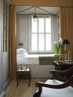 Amazing-Small Bedroom-Decor-Ideas Do you have a small bedroom? Then this is the perfect ideas for you. Great ideas for usefulness Small Bedroom Decor. Cozy Small Bedrooms, Small Rooms, Small Spaces, Narrow Bedroom Ideas, Tiny Spare Room Ideas, Long Narrow Bedroom, Very Small Bedroom, Narrow Rooms, Alcove Bed