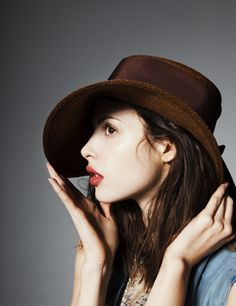 Brown hat and orange lips. Perfect look for fall! via @Chelsea Robbins