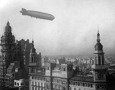 30 de junio de 1934, el dirigible Graf Zeppelin sobrevuela Buenos Aires. Se ven las torres del Palacio Barolo y del edificio de La Inmobiliaria.