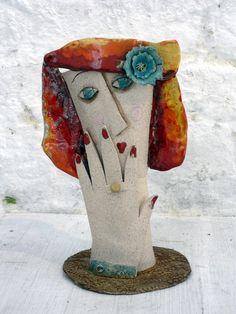donna vaso   ceramica di Enrica Campi  @evvivanoé Cherasco CN)