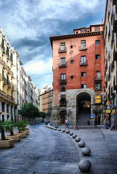 Cava de San Miguel y Arco de Cuchilleros, designed by Juan de Villanueva in 1790 as one of the access to the Plaza Mayor of Madrid, Spain Places Around The World, Oh The Places You'll Go, Travel Around The World, Places To Travel, Places To Visit, Around The Worlds, Wonderful Places, Beautiful Places, Hotel Istanbul