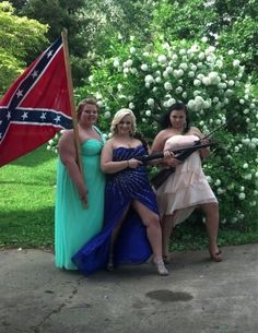 "A trio of big ol' heavy-duty southern gals, all dolled up and flauntin' that Second Amendment. The sow on the left proudly displays the Stars and Bars, the flag of treason and slavery -- it represents their ""heritage"". Funny Family Photos, Cute Family, Cute Photos, Girl Photos, Prom Girl Dresses, Bridesmaid Dresses, Awkward Prom Photos, Funny Prom, Homecoming Pictures"