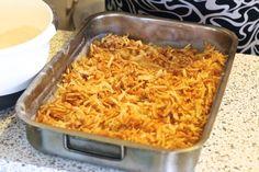 Jednoduchý vrstvený jablečný koláč se skořicí z jednoho plechu, který uděláte i během vaření oběda - Strana 2 z 2 - Receptty.cz Dessert Bars, Kitchen Hacks, Macaroni And Cheese, Cake Recipes, Good Food, Food And Drink, Sweets, Cooking, Ethnic Recipes