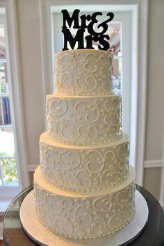 White wedding cake. www.rockwallchapel.com