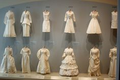 We recently visited the Indianapolis Museum of Art and encountered this fashion timeline - all constructed of plain cotton fabric and onl. 80s Fashion, Fashion History, 1700s Dresses, Victorian Fashion, Vintage Fashion, 18th Century Dress, Timeline Design, Fashion Design Portfolio, Fantasy Gowns