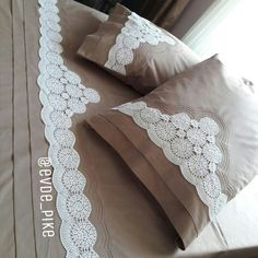 This Pin was discovered by Mai Linen Bedding, Bedding Sets, Lisa Bonet, Crochet Borders, Decoration, Bed Sheets, Home Accessories, Bed Pillows, Pillow Cases