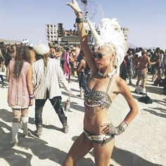 My new blog for Glamour NL is online! This time about Burning Man )'( Check it at www.glamour.nl/editors-blog/kunna-haan #blog #Glamour #Burningman #RobotHeart #unicorn #wanderlust #travel #instatravel #style #instastyle #bohemian #bohogirl #boho #mohawk #hairpiece #hatdress #steampunk #burningman2014 #burningman20155