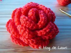 Insensata by Laura Sners: Rosa. Crochet Motifs, Crochet Cross, Crochet Yarn, Tutorial Rosa, Rose Tutorial, Photo Tutorial, Diy Crochet Flowers, Knitted Flowers, Ideas