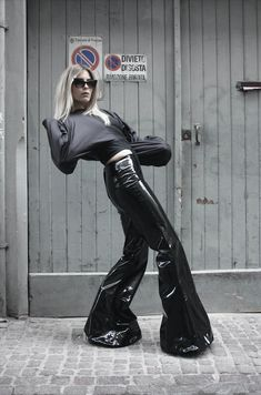 vinyl pants - pvc bell-bottom pants with medium waist facing and long zip on the back - MADE TO ORDER Leather Pants Outfit, Black Leather Pants, Leather Leggings, Funky Outfits, Chic Outfits, Bell Bottom Pants, Bell Bottoms, Punk Fashion, Diy Fashion