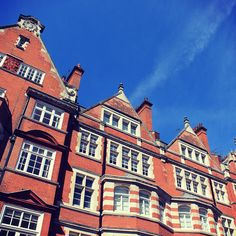 The beautiful buildings of #Mayfair on a lovely #spring walk. Fortnum And Mason, Rental Apartments, Beautiful Buildings, London, Mansions, Architecture, House Styles, City, Holiday Decor