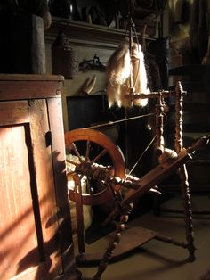 My grandmother had one of these spinning wheels,, it was beautiful till my sister stole it and sold it...