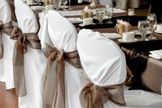 ♡ Brown #winter #wedding #Reception ... For wedding ideas, plus how to organise an entire wedding, within any budget ... https://itunes.apple.com/us/app/the-gold-wedding-planner/id498112599?ls=1=8 ♥ THE GOLD WEDDING PLANNER iPhone App ♥  For more wedding inspiration http://pinterest.com/groomsandbrides/boards/ photo pinned with love & light, to help you plan your wedding easily ♡