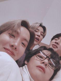 taehyung, hoseok, seokjin and jimin Bts Jimin, Bts Bangtan Boy, Bts Taehyung, Kim Taehyung Funny, Foto Bts, Seokjin, Namjoon, Kpop, Sunshine Line