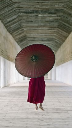 it reminds me of one of my favorite scenes in the movie memoirs of geisha..beautifully taken I love it