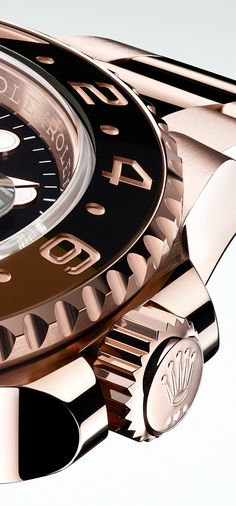 The graduated Cerachrom insert in black and brown ceramic, on the Everose version of the Rolex GMT-Master II. The graduated Cerachrom insert in black and brown ceramic, on the Everose version of the Rolex GMT-Master II. Fancy Watches, Best Watches For Men, Sport Watches, Luxury Watches, Cool Watches, Rolex Watches, Wrist Watches, Rolex Gmt Master, Men Necklace