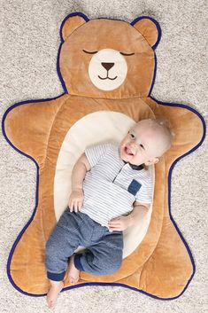 Every little Cub should feel comfy and safe when it's time to play. This roll-up mat is designed with a lovable Vermont Teddy Bear face and soft, cushy fur for a fun playtime or just relaxing at home and on the road. Easy to store and clean, the low-maint Baby Play, Baby Kids, Vermont Teddy Bears, We Bear, Bear Face, Unique Baby Gifts, Gifts For New Moms, Soft Blankets, My Children