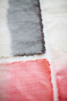 EASY DIY DIP-DYE OMBRE PLACEMATS - TOTALLY THINK THIS IS WHAT IM DOING FOR…
