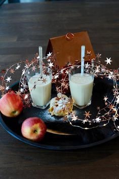 Kitchen Table Glass Of Milk, Panna Cotta, Ethnic Recipes, Smoothie, Kitchen, Food, Dulce De Leche, Cooking, Kitchens
