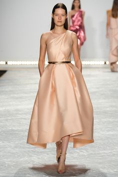 Monique Lhuillier Spring 2015 Ready-to-Wear - Collection - Gallery - Look 1 - Style.com