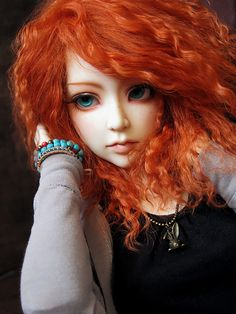 I dont like dolls at all, however I apreciate when something is done well in Ball jointed dolls the EYES are amazing.