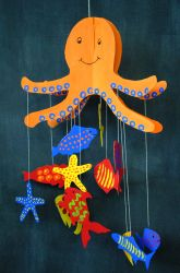 Octopus Mobile, DIY and Crafts, Create a giant octopus from cardboard that holds onto a sea of creatures from its giant tentacles! Octopus Crafts, Ocean Crafts, Fish Crafts, Beach Crafts, Summer Crafts, Dinosaur Crafts, Summer Diy, Under The Sea Crafts, Under The Sea Theme