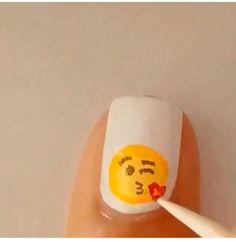 Decora tus uñas a la moda