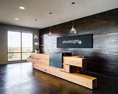 Office Reception Pluralsight Front Desk – Pluralsight – Farmington, UT (US) Office Reception Design, Modern Reception Desk, Modern Office Design, Office Interior Design, Office Interiors, Design Desk, Hotel Room Design, Lobby Design, Counter Design