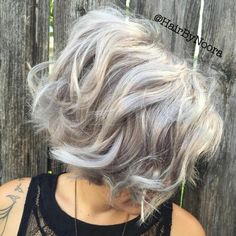 20 Perfect Ways to Get Beach Waves in Your Hair Messy Wavy Gray Bob Beach Waves For Short Hair, How To Curl Short Hair, Beach Wave Hair, Short Hair Cuts, Wavy Beach Curls, Curling Iron Short Hair, Flat Iron Short Hair, Medium Hair Styles, Curly Hair Styles