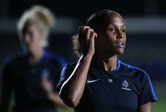 Retrouvez en images  les Bleues lors de leur entraînement nocturne à Belo Horizonte, en préparation de France-Colombie (photo, Marie-Laure Delie).