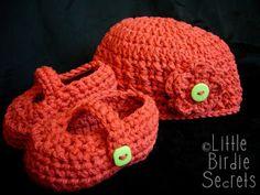 Little Birdie Secrets: how to crochet a flower video tutorial