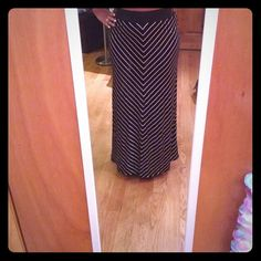 Black and white stripped flowy long skirt B2b long flowy skirt...brand new never worn. Wicked cute and perfect for the beach or even nice enough to wear on a casual dinner date this skirt can be worn dressed up or down! Had a lot of stretch in the waist so will easily fit a size large as well bebe Skirts