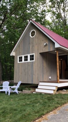Architecture House Discover Tour of Beautiful New Hampshire Cabin! Video tour of a beautiful tiny cabin in Northern New Hampshire! Tiny House Movement // Tiny Living // Cabins // Cabin in the Woods // Best Tiny House, Small House Plans, Small House Diy, Tiny House Movement, Tiny House Design, Modern House Design, Shed Design, Cabin Design, New Hampshire