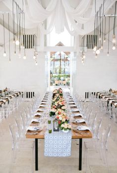 How to plan an industrial wedding theme for your wedding! wedding theme Elegant Tablescape ideas for your Wedding Modern Wedding Venue, Elegant Wedding Cakes, Chic Wedding, Unique Weddings, Wedding Details, Wedding Venues, Wedding Tables, Spring Wedding, Wedding Ceremony