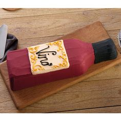The Wilton Bottle Cake Pan makes the ideal cake design for milestone birthdays, bridal showers, weddings, and graduation celebrations. Personalize the label by adding a name, a message to match the celebration!