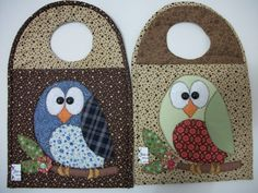 Resultado de imagem para costura de tecido de lixeirinha coruja para carro passo a passo Owl Applique, Applique Quilts, Patch Quilt, Hobbies And Crafts, Diy And Crafts, Baby Sewing, Baby Bibs, Craft Gifts, Fabric Crafts