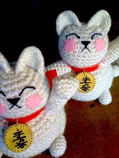 Crochet Maneki Neko amigurumi