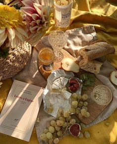 An elegant picnic includes a simple charcuterie board. picnic Wine and cheese picnic Picnic Date, Summer Picnic, Summer Aesthetic, Aesthetic Food, Food Platters, Mellow Yellow, Pink Yellow, Belle Photo, Food Porn