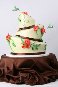 Humming bird cake, so adorable! i would want this for one of my birthdays or something like that