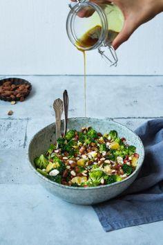 Broccolisalat med soyamandler og krydret dressing