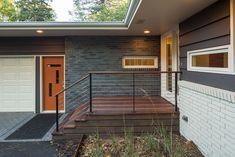Mid Century Modern Door, Mid Century Exterior, House Paint Exterior, Exterior House Colors, Modern Front Porches, Painted Brick Exteriors, House Entrance, Main Entrance, Exterior Remodel
