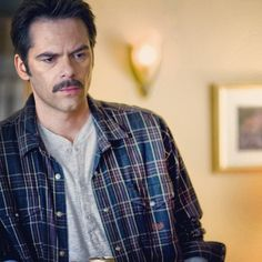 - Day 21 - Favorite Human - Charlie Swan - I love his kind and his humor. Charlie Swan, Cops Humor, Breaking Dawn Part 2, Young Adult Fiction, New Moon, Twilight Saga, I Love Him, Men Casual, Celebs