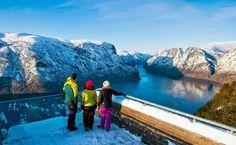 El #mirador #Stegastein  está considerado como uno de los más impresionantes del mundo.  Ubicado en la hermosa localidad de #Aurland(que también merece una visita), en la provincia de Sogn og Fjordane, el mirador Stegastein atrae a numerosos visitantes debido a las vistas que se obtienen desde su situación, a 650 metros sobre el nivel del mar. #Noruega www.ofertravel.es