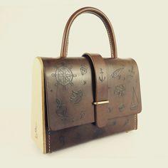 La Ninetta Tatouage L'ARTISAN TATOUEUR BIARRITZ  Sac en Bois et cuir Création Damien Béal Leather wood /wood bag www.damienbeal.fr