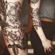 Alice Carrier est une tatoueuse américaine spécialisée dans les tattoos végétaux.