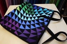 Med forklæde, fingerbøl og træsko: Taske syet af patchwork-panel