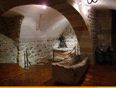 Le centre d'Art Roman Georges Duby à Issoire. Vestiges de ce passé monastique. www.sejours-issoire.com